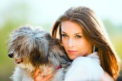 Mulher e cão Fotos de Stock