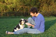 Mulher e cão maduros Fotos de Stock Royalty Free