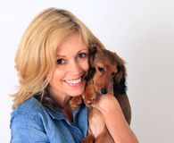 Mulher e cachorrinho fotos de stock royalty free