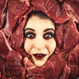 Mulher e carne fotos de stock