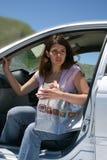 Mulher e carro Foto de Stock