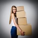 Mulher e cartões fotografia de stock