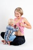 Mulher e criança amamentando Imagem de Stock