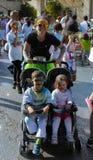 Mulher e crianças do esporte em um carrinho de criança Fotografia de Stock Royalty Free