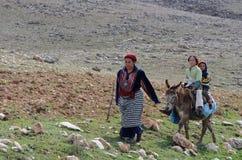 Mulher e crianças marroquinas foto de stock royalty free