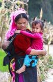 Mulher e crianças vietnamianas no norte de Vietname fotografia de stock