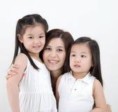 Mulher e daugthers asiáticos imagens de stock