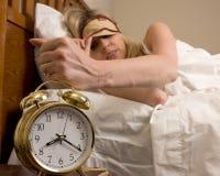 Mulher e despertador Fotos de Stock Royalty Free