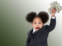 Mulher e dinheiro pequenos bonitos de negócio sobre o fundo verde Fotografia de Stock Royalty Free