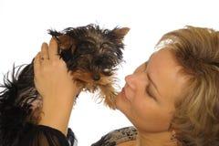 Mulher e filhote de cachorro Imagem de Stock