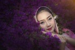 Mulher e flores Imagem de Stock Royalty Free
