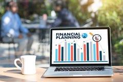 mulher e homem do planeamento de aposentação do planeamento financeiro no retireme Foto de Stock Royalty Free