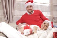 Mulher e homem no Natal Fotografia de Stock Royalty Free