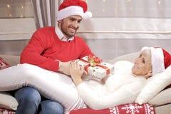 Mulher e homem no Natal Fotos de Stock