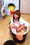 Mulher e lavanderia imagens de stock
