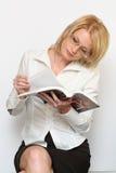 Mulher e livro Imagens de Stock Royalty Free