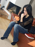 Mulher e móbil Fotos de Stock Royalty Free