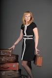 Mulher e malas de viagem velhas Imagem de Stock Royalty Free