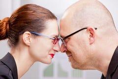 A mulher e o homem poderiam ser uma boa equipe do negócio Foto de Stock