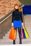 Mulher e pacotes bonitos Imagens de Stock