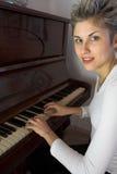Mulher e piano Fotografia de Stock