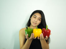 Mulher e pimenta asiáticas Foto de Stock Royalty Free