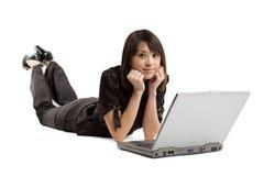 Mulher e portátil Foto de Stock