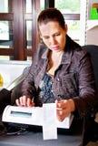 Mulher e registo de dinheiro Fotografia de Stock