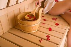 Mulher e sauna Fotos de Stock Royalty Free