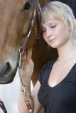 Mulher e seu cavalo Foto de Stock