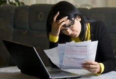 Mulher e suas contas mensais Imagens de Stock Royalty Free