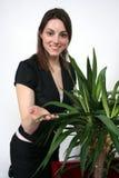 Mulher e uma planta Fotografia de Stock Royalty Free