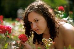 Mulher e uma rosa imagem de stock royalty free