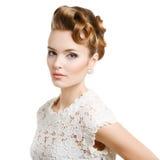 Mulher elegante com cabelo no fundo branco fotografia de stock royalty free