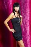 Mulher elegante da forma - fundo roxo Fotos de Stock Royalty Free