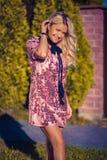 Mulher elegante e à moda Fotos de Stock Royalty Free