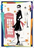 A mulher elegante vai abaixo da rua, outono Imagens de Stock Royalty Free