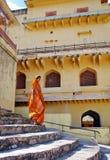 Mulher em Amber Fort, em Jaipur, Índia Fotos de Stock