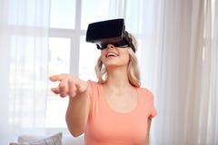 Mulher em auriculares da realidade virtual ou em vidros 3d Fotografia de Stock