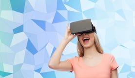 Mulher em auriculares da realidade virtual ou em vidros 3d Foto de Stock