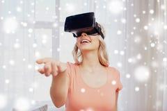 Mulher em auriculares da realidade virtual ou em vidros 3d Imagem de Stock