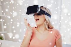 Mulher em auriculares da realidade virtual ou em vidros 3d Imagem de Stock Royalty Free