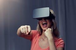 Mulher em auriculares da realidade virtual ou em vidros 3d Imagens de Stock