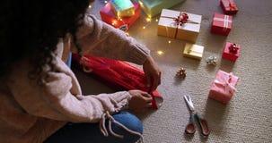 Mulher em casa no Natal filme