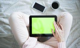 Mulher em casa que relaxa Imagem de Stock Royalty Free