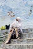 Mulher em Chefchaouen, Marrocos Foto de Stock Royalty Free