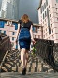 Mulher em etapas fotografia de stock royalty free