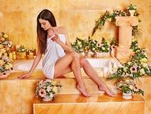 Mulher em termas luxuosos. Fotos de Stock