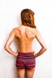 Mulher em topless no short com linhas bronzeados do banho de sol Imagem de Stock