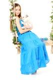 Mulher em um balanço no fundo branco Fotografia de Stock